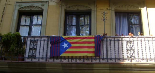 photo of Catalan flag hung from Barcelona balcony